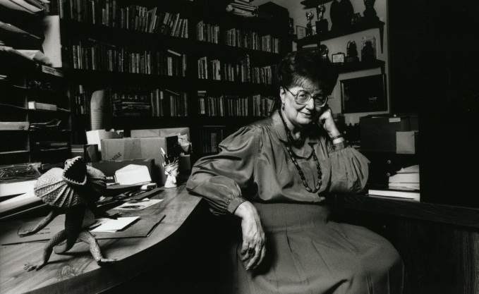Andre Norton nel suo studio di Winter Park, Florida | via andre-norton.org