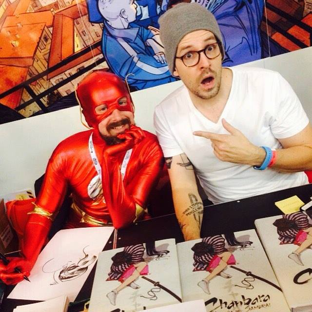 Matt Fraction e Chip Zdarsky (vestito da Flash) allo stand Bao Publishing a Lucca Comics 2015 | Foto: Serena Mascali